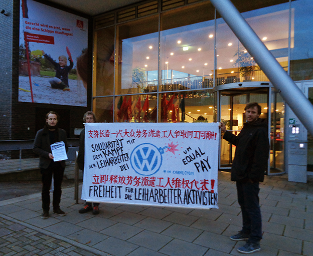 German workers held a banner in Chinese and German supporting Changchun FAW-Volkswagen dispatch workers' demands to be paid equally for equal work in 7th July 2017.