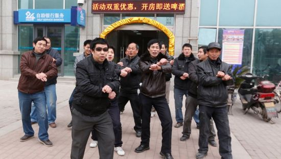 Photo of a group of migrant workers in Wuhan performed Gangnam Style horse dance to claim wages.