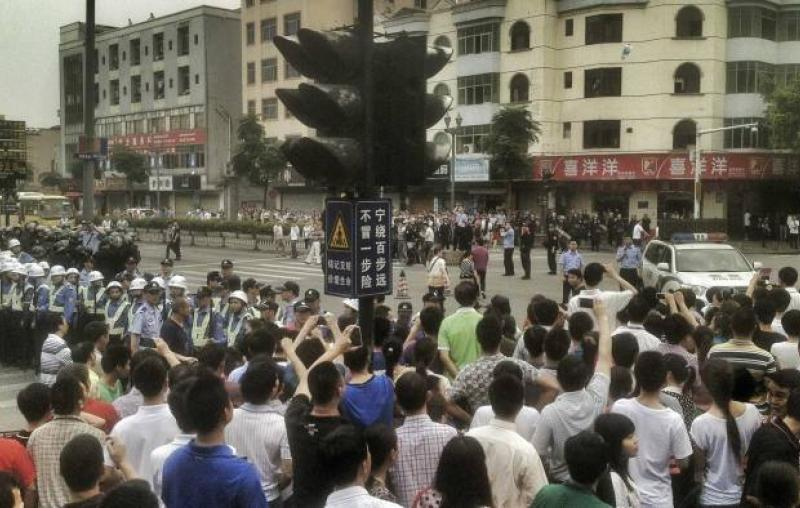 Thousands protest at Dongguan's largest shoe factory